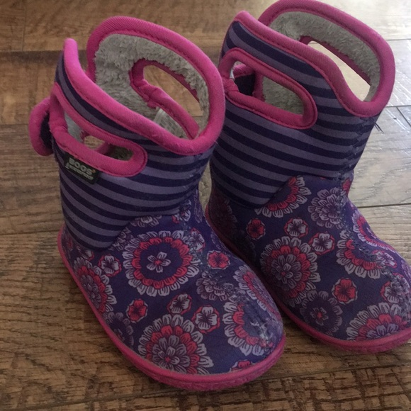 f8cb3a27bf Size 6 Toddler Bogs